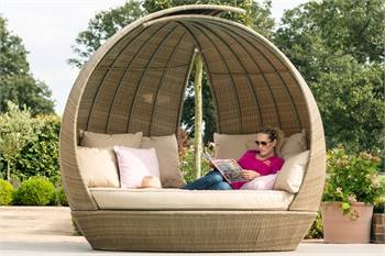 Are You Searching For Outdoor Daybeds?